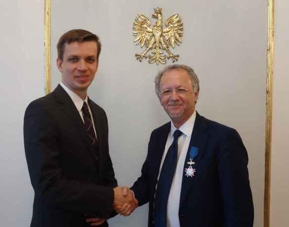 Le chargé d'affaires polonais Łukasz Weremiuk et le professeur Fernand de Varennes.
