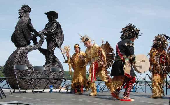Le parc Champlain-Wendat, à Penetanguishene, et ses sculptures commémorant la visite de Samuel de Champlain en 1615 et d'autres personnages de notre histoire, figurera certainement sur le circuit touristique national.