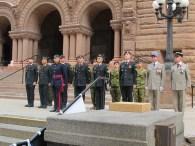 Des militaires canadiens et français.