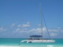 Randonnée en catamaran à partir de la plage Pilar à Cayo Guillermo.