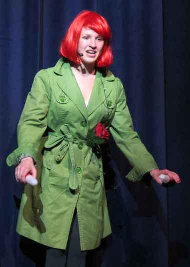 Geneviève Robichaud dans le rôle de la Rose.