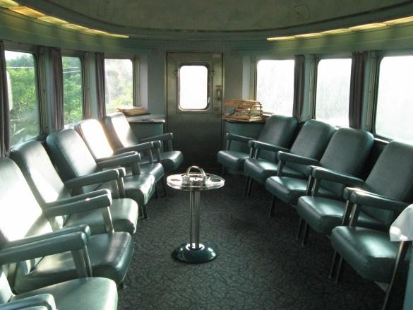 L'arrière de la voiture panoramique du train L'Océan.