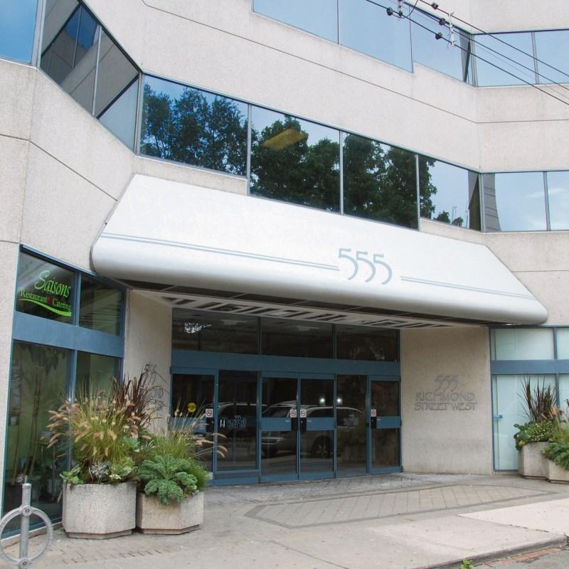 Le 555 Richmond ouest (près de Bathurst au sud de Queen). Le Centre francophone occupe tout le 3e étage.