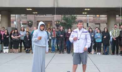 Steve Teekens et sa fille ont animé la cérémonie du lever du soleil.
