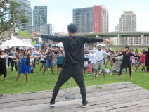 Cours de danse traditionnelle au Fort York.