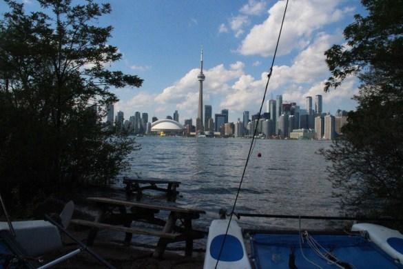 Le lac a englouti une petite plage non loin de la marina des îles de Toronto. (Photo: Nathalie Prézeau)