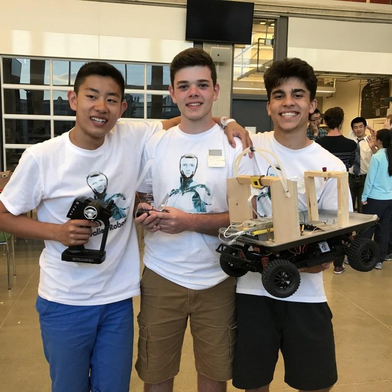 Joel Zhang, Andrew Mourcos et Guillaume Fernandes.
