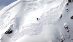 Un skieur hors-piste peut être surpris par une avalanche.