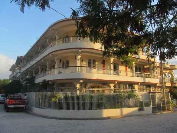 L'hôtel Rayon de lumière à Marchand Dessalines.