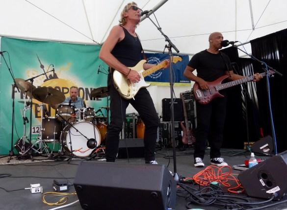 Le groupe rock francophone UNT (prononcé Unité)