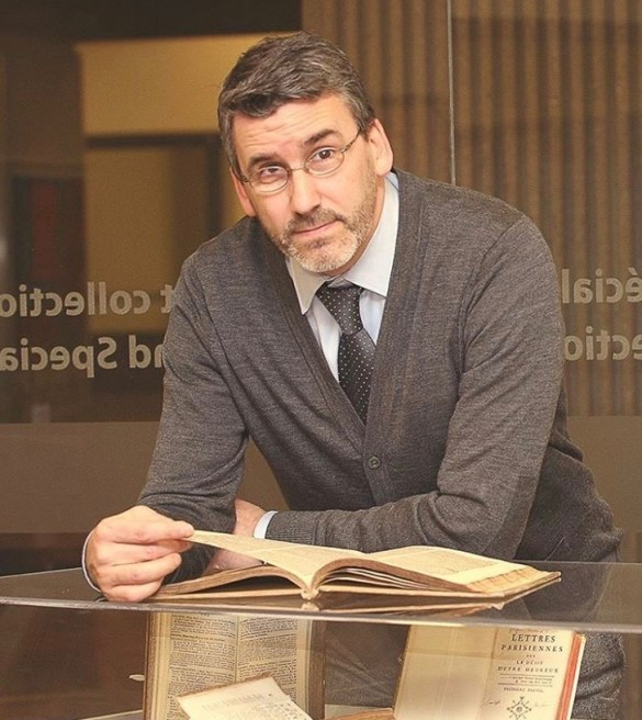 Le professeur Charles Le Blanc commente l'étude intitulée Le Prochain niveau: « La business du gouvernement fédéral se fait en anglais; le français, c'est traduit, comme sur les boîtes de céréales» (Photo: Université d'Ottawa)