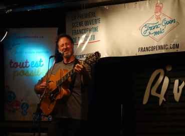Fred a ouvert la soirée en jouant deux compositions.