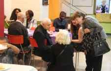 Le père Pierre Courtot rencontre des paroissiens du Sacré-Coeur.