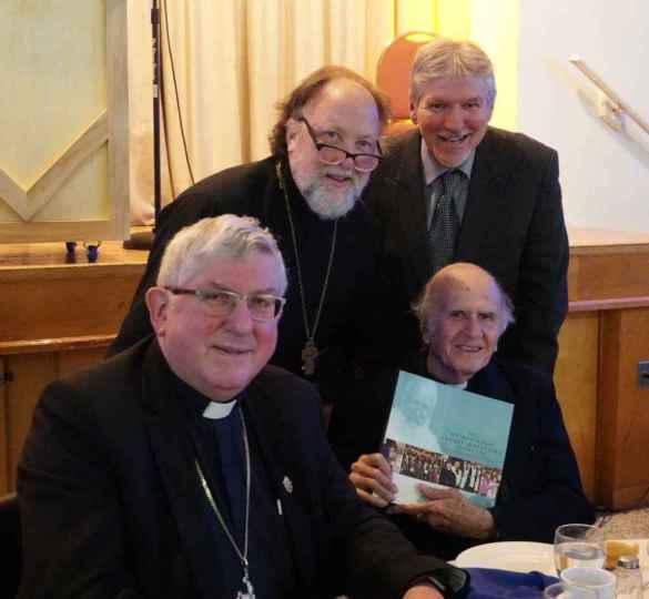 Le Père Boulad à la récente soirée bénéfice de Toronto, entouré du Cardinal Thomas Collins, du Père Peter Galadza, directeur de l'Institut Sheptytsky d'études chrétiennes orientales de l'Université de Toronto, et de Carl Hétu, directeur de la CNEWA (association catholique d'aide à l'Orient).