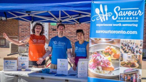Suzanne Urpecz et Neil Egan, co-fondateurs, et Cindy Chan, guide et ambassadrice culinaire de Savour Toronto