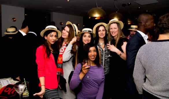 Des participantse à la soirée du Beaujolais Nouveau 2016 d'AperoChic.