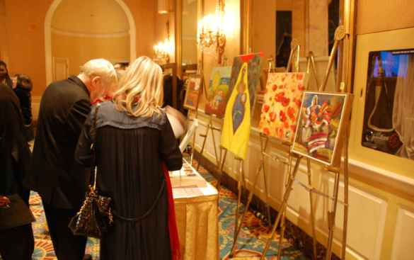 Exposition et encan silencieux d'art ukrainien au Club canadien.