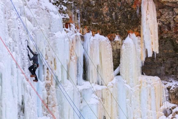 Chute d'eau glacée à Hamilton.