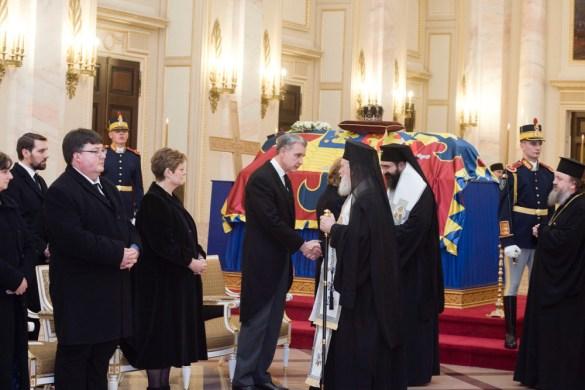 Le cercueil du roi Michel au palais royal à Bucarest.