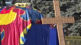 Le cercueil du roi Michel à son arrivée à l'aéroport de Bucarest.