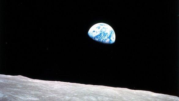 Lever de Terre vu par les astronautes d'Apollo 8 le 24 décembre 1968. 50 ans plus tard, pas moins de huit missions lunaires sont en préparation. (Photo: NASA)