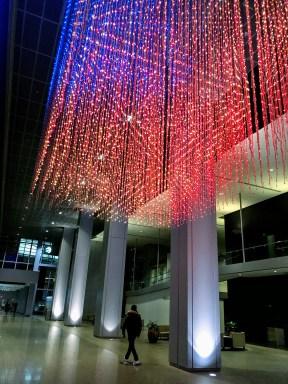 Pluie de lumières de Noël dans le PATH de Toronto. (Photo: Nathalie Prézeau)