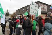 Une des manifestations du 1er décembre (celle de Toronto devant le bureau de circonscription du premier ministre Doug Ford) contre les reculs infligés aux franco-Ontariens par le gouvernement provincial.