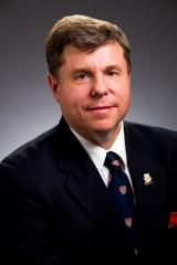 Ian Holloway, doyen de la Faculté de droit de l'Université de Calgary