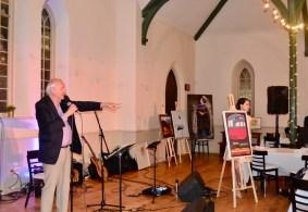 Encan crié des tableaux avec Guy Mignault, l'ancien directeur artistique du TfT.