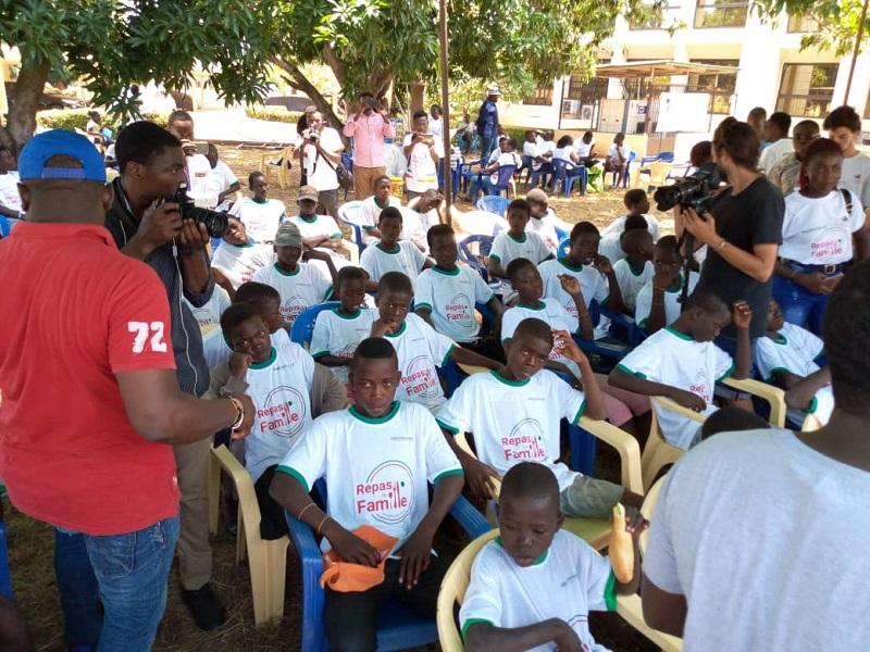Togo Hälsa international marque d'un cachet spécial la journée de repas en famille