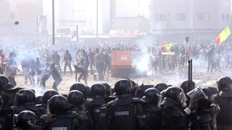 """Sénégal Plusieurs morts dans la """"guérilla urbaine"""" après l'arrestation d'Ousmane Sonko"""