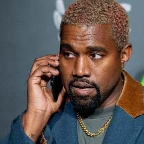 Kanye West : après avoir changé de nom, le rappeur choque la toile en s'affichant avec un masque effrayant (photos)