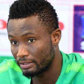 Mikel Obi : le footballeur révèle enfin pourquoi il a snobé Manchester United pour Chelsea