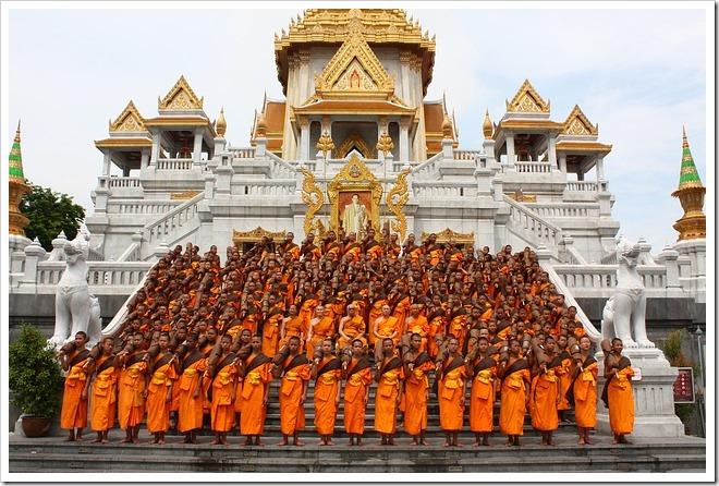 egregore moine bouddhiste priere