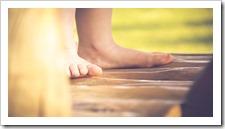 méditer enfants pied terre sol