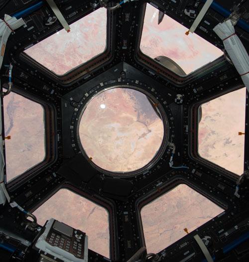 Las siete ventanas que forman la Cupola. Fotos: NASA