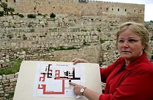 Eilat Mazar, arqueóloga de la Universidad Hebrea y responsable de una excavación arqueológica en Jerusalén que ha develado restos de una construcción cuyas características coinciden con las descripciones bíblicas / Foto: EFE