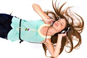 Escuchar música a alto volumen en tu iPod podría ser peligroso/Shuttershock