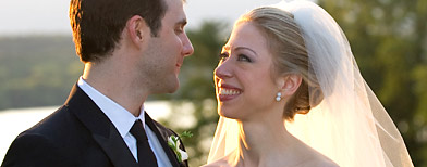 Marc Mezvinsky (L) and Chelsea Clinton pose during their wedding at the Astor Courts Estate on July 31, 2010 in Rhinebeck, New York. (Photo by Barbara Kinney via Getty Images)