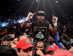 Boxer Floyd Mayweather celebrates his majority decision …