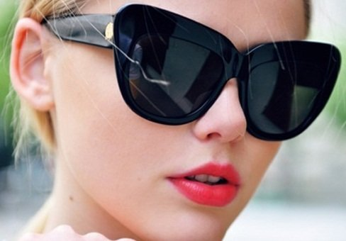 http://shine.yahoo.com/photos/look-forward-7-hottest-sunglasses-slideshow/cat-eye-sunglasses-photo-2568233-201600095.html