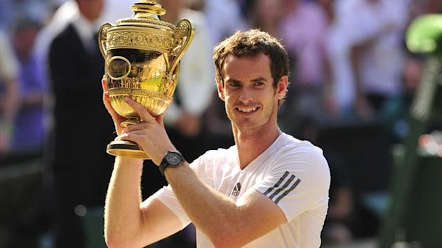 Andy Murray lifts the Wimbledon trophy (Getty Images)