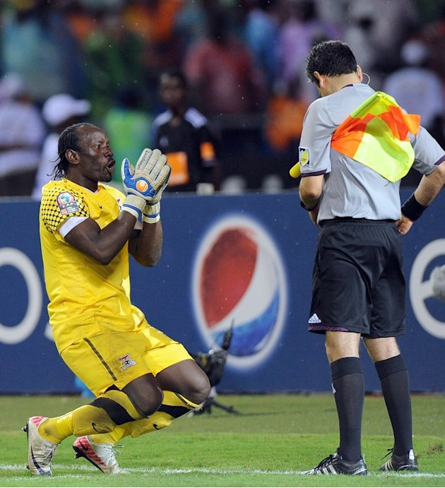 Zambia's Goalkeeper Kennedy Mweene (L) Reacts AFP/Getty Images