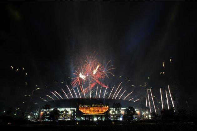 Pesta Kembang Api, terlihat dari luar komplek Stadion Jakabaring sport city
