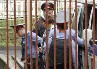"""Nadezhda Tolokonnikova (C), a member of the female punk band """"Pussy Riot"""", is escorted by police before a court hearing in Moscow August 17, 2012. REUTERS/Tatyana Makeyeva"""