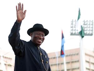 Former President Goodluck Jonathan waves to the crowd…