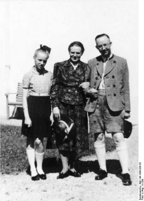 Heinrich Himmler (R) with wife Margarete (M) and daughter Gudrun (L). (Wikicommons)