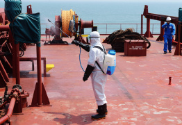 A quarantine officer decontaminates a bulk carrier at Qingdao port in China that arrived from Ebola-hit Sierra Leone, August 20, 2014 (AFP Photo/)