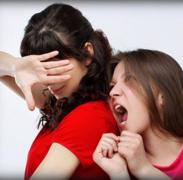 Если человек неприятен а общаться приходится