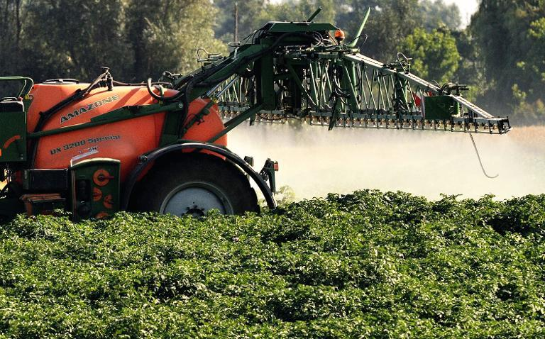 A California study finds that pregnant women who live near farms where pesticides are applied have a two-thirds higher risk of having children with autism (AFP Photo/Philippe Huguen)